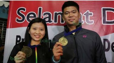 Praveen Jordan dan Debby Susanto, ganda campuran asal Indonesia berhasil meraih juara pada turnamen bergengsi All England 2016. Sejumlah fans menunggu kehadiran pahlawan tanah air tersebut di Bandara Soekarno Hatta, Tangerang, Selasa (15/3/2016) WIB.