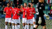 Timnas Inggris saat selebrasi gol Ross Barkley ke gawang Bulgaria pada kualifikasi Piala Eropa 2020 di Vassil Levski Stadium, Sofia (14/10/2019). (AFP/Nikolay Diychinov)