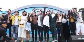 Para pemain sinetron Siapa Takut Jatuh Cinta menyambangi Ramayana Tajur, Bogor untuk sesi meet and greet dengan para penggemarnya. (Nurwahyunan/Bintang.com)