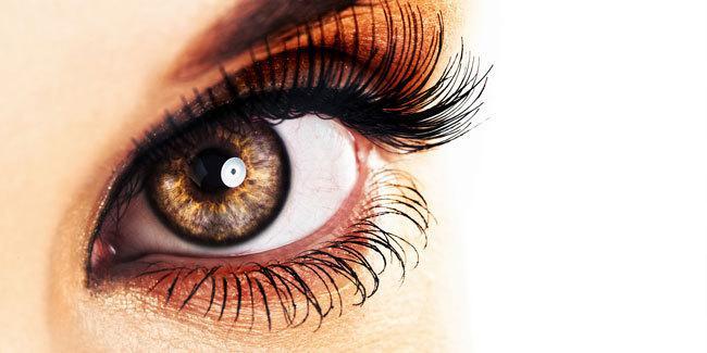 Alasan pentingnya menghapus riasan mata/copyright Shutterstock.com