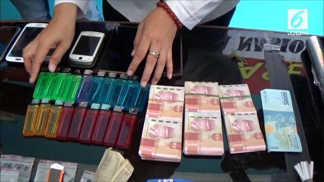 Badan Narkotika Nasional kota Tasikmalaya menangkap 4 orang pelaku pengedar narkoba jenis sabu. Uniknya, sabu diedarkan lewat sistem rental kepada pelanggannya.
