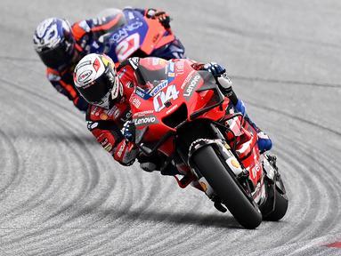 Pembalap Ducati, Andrea Dovizios, saat latihan cepat (FP3) MotoGP Austria di Sirkuit Red Bull Racing, Spielberg, Sabtu (15/8/2020). Pada sesi FP3 MotoGP Austria ini Vinales keluar sebagai rider tercepat dengan waktu terbaiknya 1 menit 24,317 detik. (AFP/Joe Klamar)