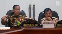 Presiden Joko Widodo atau Jokowi (kiri) didampingi Wakil Presiden Jusuf Kalla saat memimpin rapat terbatas (ratas) di Kantor Presiden, Jakarta, Senin (29/4/2019). Ratas membahas tindak lanjut rencana pemindahan ibu kota. (Liputan6.com/HO/Radi)