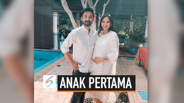 Whulandary Herman, Puteri Indonesia 2013 melahirkan anak pertama berjenis kelamin laki-laki. Kabar bahagia tersbut ia ungkapkan melalui akun Instagram miliknya.