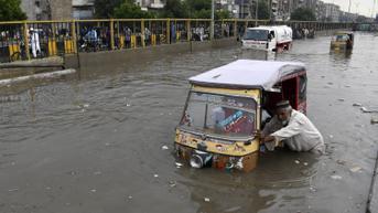 FOTO: Banjir Rendam Karachi Usai Diguyur Hujan Deras