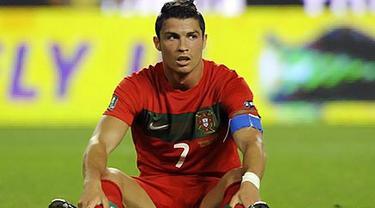 Reaksi kapten Timnas Portugal Cristiano Ronaldo pada laga kontra Norwegia lanjutan kualifikasi Euro 2012 di Lisbon, 4 Juni 2011. AFP PHOTO/MIGUEL RIOPA