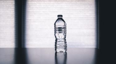 [Fimela] Smpah Botol Plastik