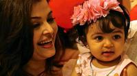 Aishwarya Rai bersama sang putri, Aaradhya Bachchan [foto: bollyspice]