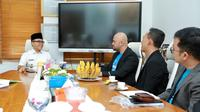 Bupati Banyuwangi Abdullah Azwar Anas saat bertemu dengan Airy Indonesia.