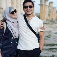 Arie Untung dan Fenita Arie berlibur bersama. (Instagram/fenitarie)