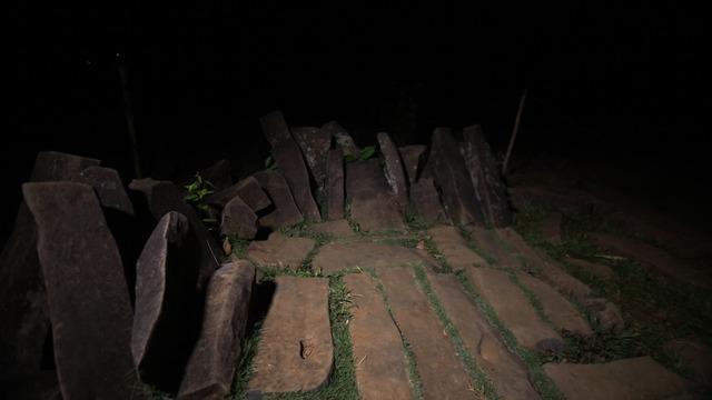 Situs Gunung Padang yang berusia 52000 SM seolah menceritakan kehidupan sosial dan tata ritual masyarakat. Di tempat ini terdapat berbagai mitos gaib yang diyakini terus hadir hingga saat ini.
