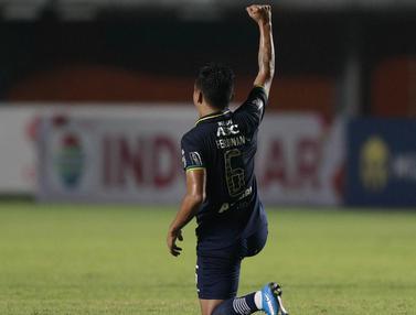 FOTO: Kado Jumat Agung, Gol Ferdinand Sinaga Bawa Persib ke Perempatfinal sebagai Juara Grup D - Ferdinand Sinaga