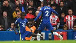 Chelsea unggul 1-0 melalui Trevoh Chalobah pada menit ke-9 melalui sundulan memanfaatkan kemelut sepak pojok. (AFP/Justin Tallis)
