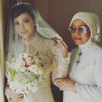 Sang ibu memberikan pesan manis untuk pernikahan Maia Estianty dan Irwan Mussry. (instagram/kusthini_hs)