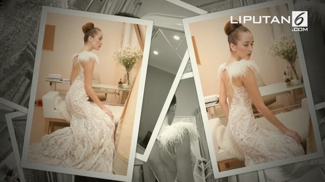 Debut fashion show luar negeri desainer Indonesia Fetty Rusli membuat gebrakan fashion show terapung di Paris. Seperti apa?