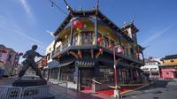 Suasana kawasan Chinatown atau Pecinan yang sepi aktivitas di Los Angeles, California (13/2/2020). Kawasan Pecinan di Los Angeles dihindari wisatawan di tengah merebaknya virus corona COVID-19. Terlebih setelah 15 kasus virus corona dikonfirmasi di Amerika Serikat. (AFP/Mark Ralston)