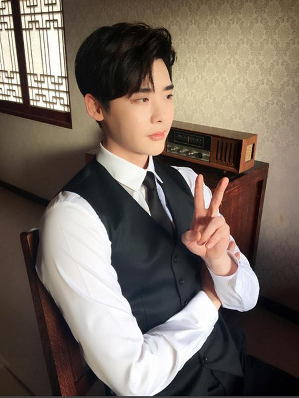 Lee Jong Suk. (Instagram/Jongsuk)#source%3Dgooglier%2Ecom#https%3A%2F%2Fgooglier%2Ecom%2Fpage%2F%2F10000