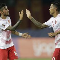 Pemain Indonesia Alberto Goncalves dan Stefano Lilipaly, saat pertandingan melawan Laos pada laga Asian Games di Stadion Patriot, Jawa Barat, Jumat (17/8/2018). Indonesia menang 3-0 atas Laos. (Bola.com/Peksi Cahyo)