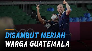 Ia pulang disambut bangga masyarakat Guatemala.