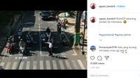 Seperti dilansir akun Instagram @agoez_bandz4, Senin (8/6/2020), terlihat garis pembatas untuk sepeda motor layaknya start balap MotoGP di sirkuit.