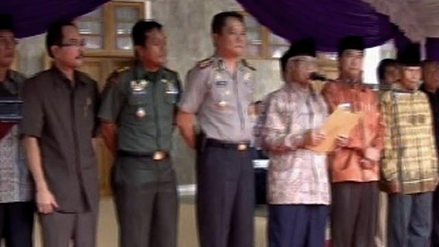 Penolakan terhadap ISIS juga terjadi di Ciamis, Jawa Barat. Pemda dan Majelis Ulama Indonesia serta tokoh masyarakat menganggap keberadaan ISIS justru menimbulkan pertentangan.
