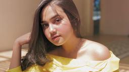 Selain piawai dalam berakting, paras cantik Syifa Hadju tak kalah mencuri perhatian. Apalagi perempuan kelahiran 13 Juli 2000 ini sering tampil tanpa makeup di berbagai kesempatan. Penampilannya tanpa riasan wajah itu dibanjiri pujian oleh warganet. (Liputan6.com/IG/syifahadjureal)