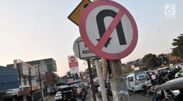 Aksi Nekat Pengendara Motor Lawan Arah Demi Mempersingkat Jarak Tempuh