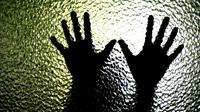 Seorang bocah laki-laki jadi korban pelecehan anak oleh pria tidak dikenal di toilet mall.