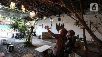 FOTO: Usaha Kafe Bertahan di Tengah Pandemi