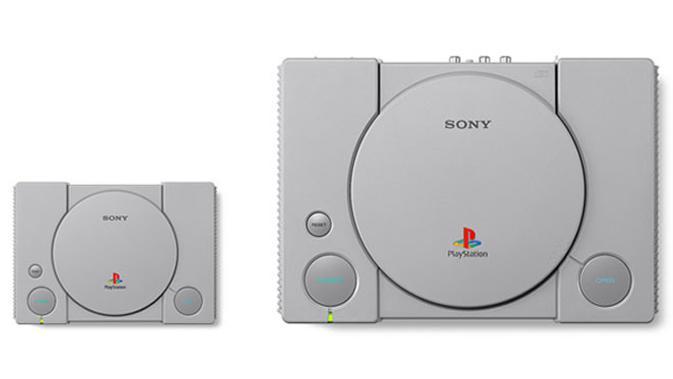 Perbandingan ukuran bodi konsol PlayStation orginal dengan versi mini. (Doc: Sony)
