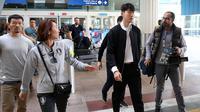 Son Heung-min tiba di Bandara Dubai, Senin (14/1/2019). (AFP/Karim Sahib)