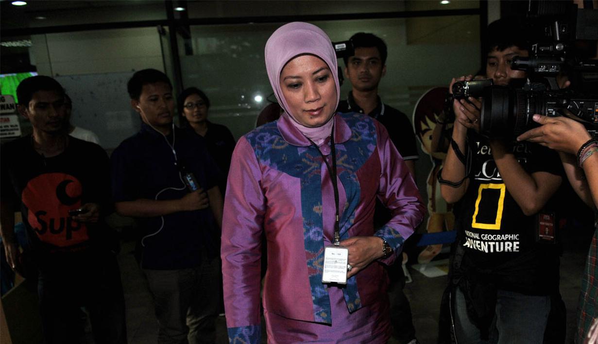 Istri Rachmat Yasin, Eli Halimah mendatangi KPK di Kuningan, Jakarta, Jumat (9/5/2014) (Liputan6.com/Johan Tallo)