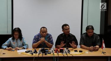 Sekretaris Umum PGI Pendeta Gomar Gultom merespons peristiwa pemboman tiga gereja di Surabaya, di Gedung Graha Oikoumene, Jakarta, Minggu (13/5). PGI meminta kepolisian meningkatkan keamanan di gereja-gereja di Indonesia. (Merdeka.com/Iqbal S. Nugroho)