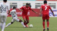 Gelandang Persija Jakarta, Bruno Matos, berusaha melewati pemain Bali United pada laga Piala Indonesia 2019 di Stadion Wibawa Mukti, Jawa Barat, Minggu (5/5). (Bola.com/M Iqbal Ichsan)