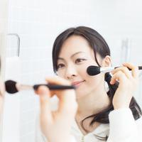 Ilustrasi rekomendasi makeup lokal/copyright shutterstock