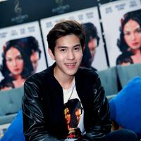 Di film ini Julian Jacob juga beradu akting dengan aktor senior seperti Ikang Fawzi dan juga Monica Oemardi. (Wimbarsana/Bintang.com)
