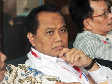 Direktur Operasional dan Pelayanan Publik Perum Bulog, Tri Wahyudi Saleh menunggu panggilan penyidik akan menjalani pemeriksaan sebagai saksi terkait kasus suap pengelolahan Distribusi gula di PTPN III di Gedung KPK, Jakarta, Selasa (17/12/2019). (merdeka.com/Dwi Narwoko)