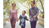 6 Momen Kenangan Ashraf Sinclair Bareng Istri dan Anak, Selalu Kompak (sumber: Instagram.com/ashrafsinclair)