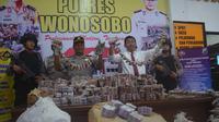 13 karung petasan berbagai ukuran dengan jumlah mencapai 1 juta petasan disita dari DU, warga Sukoharjo, Wonosobo, Jawa Tengah. (Foto: Liputan6.com/Polres Wonosobo/Muhamad Ridlo)