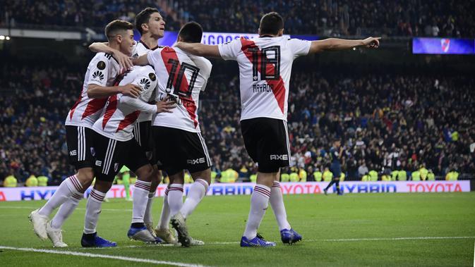 Para pemain River Plate merayakan gol yang dicetak Juan Quintero. (AFP/Javier Soriano)