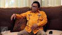 Oesman Sapta Odang memberikan keterangan pers di kediamannya, Jakarta, Kamis (22/12).Oesman Sapta Odang resmi menggantikan posisi Wiranto sebagai Ketua Umum Partai Hanura. (Liputan6.com/Johan Tallo)