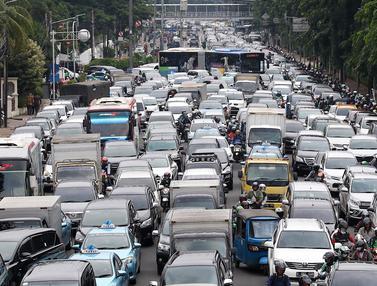 Sopir Taksi Online Demo, Jalan Medan Merdeka Timur Macet Parah