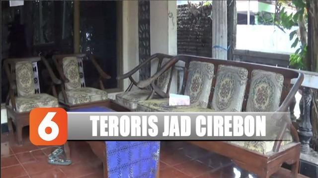 Polisi menangkap pasangan suami istri terduga teroris Jamaah Ansyarut Daulah Cirebon.