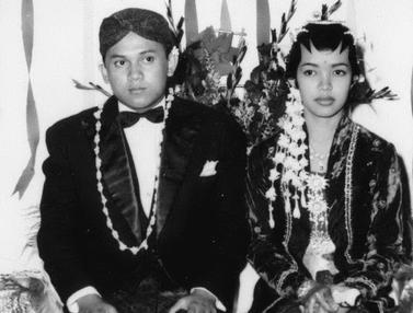 6 Potret Lawas BJ Habibie dari Kecil hingga Menikah