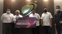 Opsel Tri Indonesia memberikan donasi untuk mitigasi Covid-19 kepada Yayasan BUMN untuk Indonesia (Foto: Tri Indonesia)
