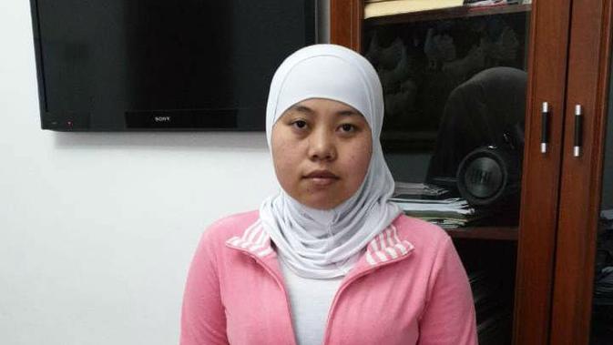 TKI Asal Indramayu Ramini tengah belajar Bahasa Indonesia sembari menunggu berkas kepulangan dari KBRI Yordania dan pemenuhan hak dari majikan selama bekerja. Foto (Istimewa)