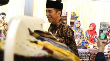 Pakai Sarung dan Peci, Jokowi Buka Muslim Fashion Festival 2018
