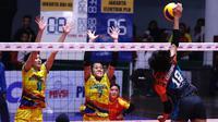 Tim putri Jakarta BNI 46 menang 3-0 (25-14, 25-20, 25-15) atas Jakarta Elektrik PLN pada seri kedua putaran pertama di GOR Tridharma, Gresik, Minggu malam (16/12/2018). (Bola.com/Aditya Wany)