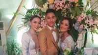 Penampilan Zaskia Gotik saat menghadiri resepsi pernikahan Siti Badriah. (dok. Instagram @zaskia_gotix/https://www.instagram.com/p/B0bOnImjbWT/Putu Elmira)