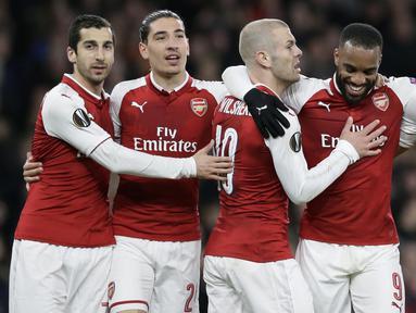 Para pemain Arsenal merayakan kemenangan atas CSKA Moscow pada laga perempat final Liga Europa, di Stadion Emirates, Kamis (5/4/2018).  Arsenal menang 4-1 atas CSKA Moscow. (AP/Tim Ireland)